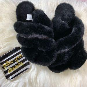 NWOT Slippers Black Fuzzy Sz 7/8